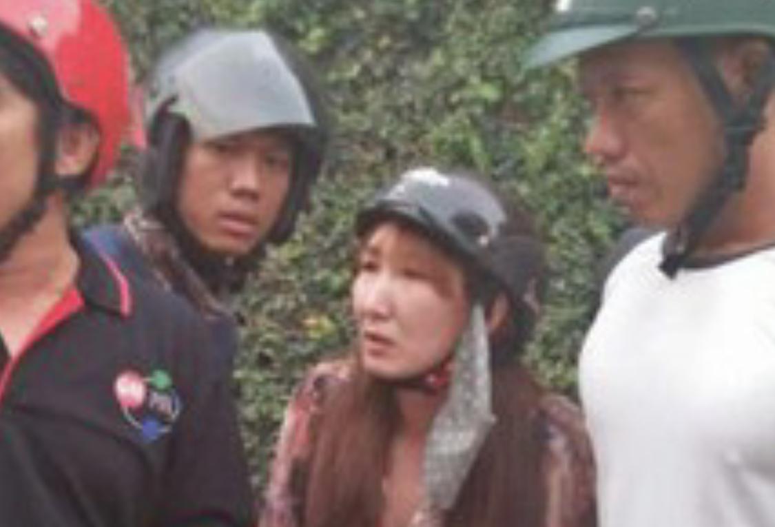 Photo of Cô gái An Giang đi xe tay ga dùng vé số trúng giả lừa người già bán vé số