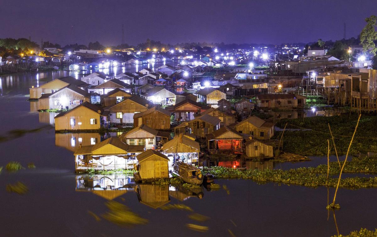 """Photo of Xây dựng thí điểm """"Làng bè sắc màu ngã 3 sông Châu Đốc"""""""