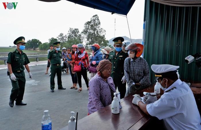 Photo of An Giang thực hiện tốt cách ly y tế cho người Việt từ Campuchia trở về