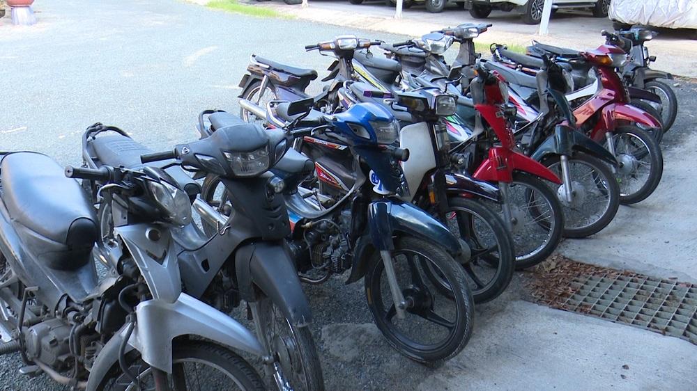 Photo of An Giang: Bắt giữ 12 xe mô tô vận chuyển gần 17.000 bao thuốc lá nhập lậu